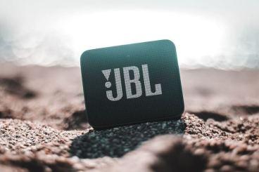 JBL kaiutin