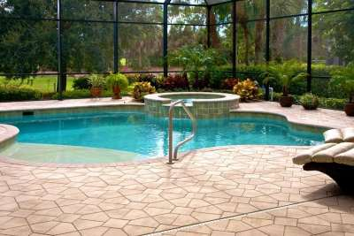 New Freeform Pool Construction with Spa Spillover