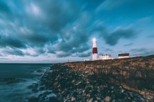lighthouse-1246049_1920