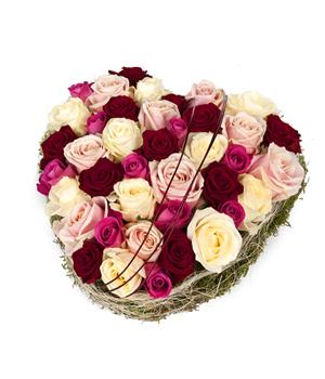 Rosenherzen online versenden  Romantische Blumenstrue