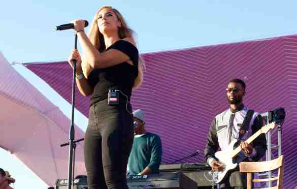 Alina Baraz at Santa Monica Pier's Twilight Concert 7/7/16. Photo by Derrick K. Lee, Esq. (@Methodman13)