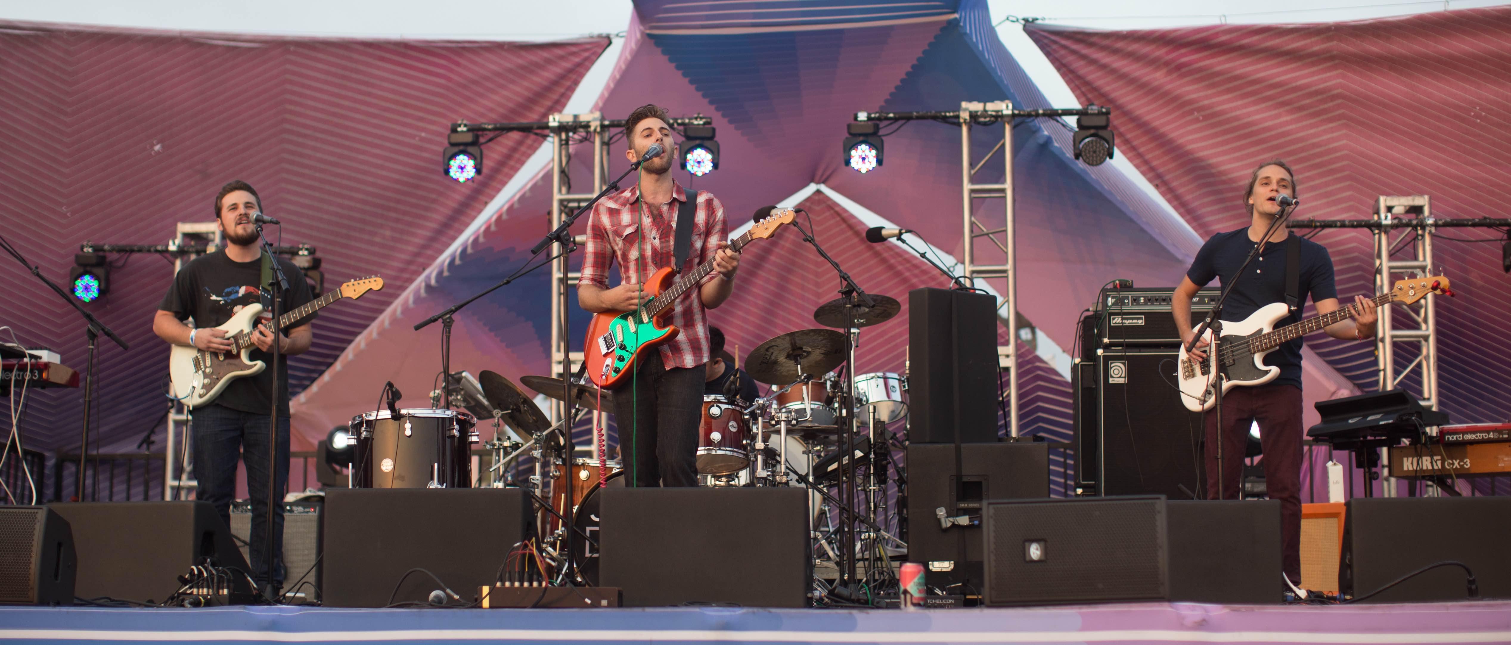 Jake Davis at Santa Monica Pier's Twilight Concert 8/25/16. Photo by Elise Hillinger (@Ela_Fauxtow) for www.BlurredCulture.com.