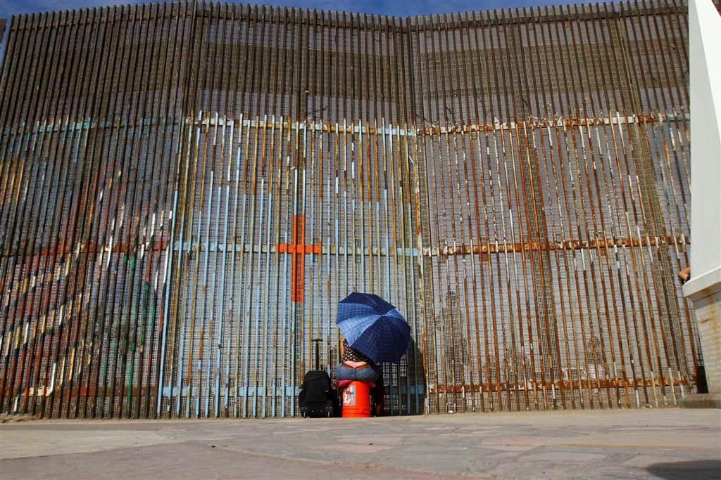 ss-161118-us-mex-border-fence-cr_01_a8c8475cdeff71c9d83001f4e5b88398.nbcnews-ux-1024-900