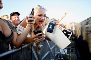 Luke Pell Fan @ MuscleKingz Car Show & Concert at SilverLakes Sports Complex July 1, 2017    Atmosphere. Photo by Derrick K. Lee, Esq. (@Methodman13) for www.BlurredCulture.com.