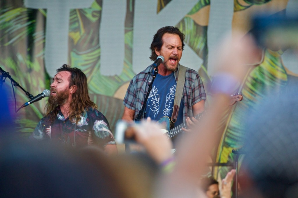 Eddie Vedder w/ Liam Finn @ The Ohana Fest 9/9/17. Photo by Derrick K. Lee, Esq. (@Methodman13) for www.BlurredCulture.com.