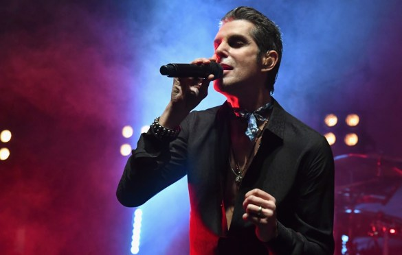 LOS ANGELES, CA - DECEMBER 08:  Perry Farrell of Jane's Addiction performs onstage during the 2017 Rhonda's Kiss Benefit Concert at Hollywood Palladium on December 8, 2017 in Los Angeles, California.  (Photo by Jeff Kravitz/FilmMagic). Used with permission.