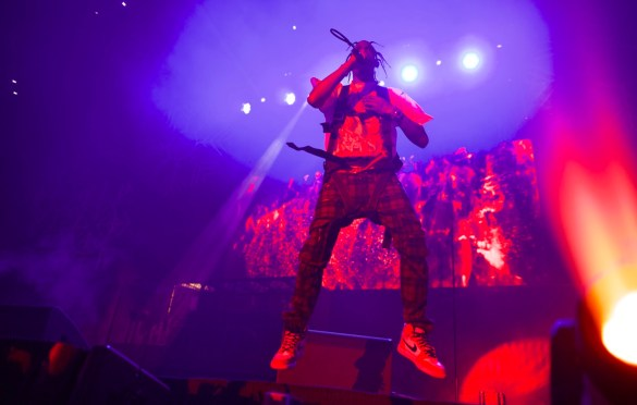 Travis Scott @ The Forum 12/16/17 for Power 106's Cali Christmas. Photo by Derrick K. Lee, Esq. (@Methodman13) for www.BlurredCulture.com.