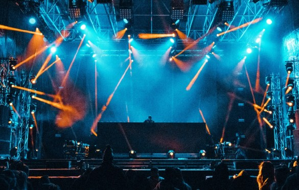 Madeon @ SnowGlobe 2017. Photo by Ghanee Ludin (@GhaneePhoto) for www.BlurredCulture.com.