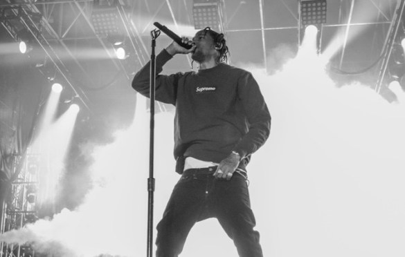 Travis Scott @ SnowGlobe 2017. Photo by Ghanee Ludin (@GhaneePhoto) for www.BlurredCulture.com.