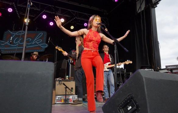Lauren Ruth Ward w/ The Texas Gentlemen at Luck Reunion 3/15/18. Photo by Derrick K. Lee, Esq. (@Methodman13) for www.BlurredCulture.com.
