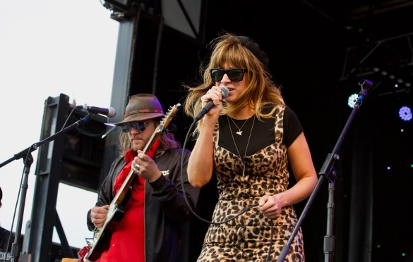 Nicole Atkins w/ The Texas Gentlemen at Luck Reunion 3/15/18. Photo by Derrick K. Lee, Esq. (@Methodman13) for www.BlurredCulture.com.