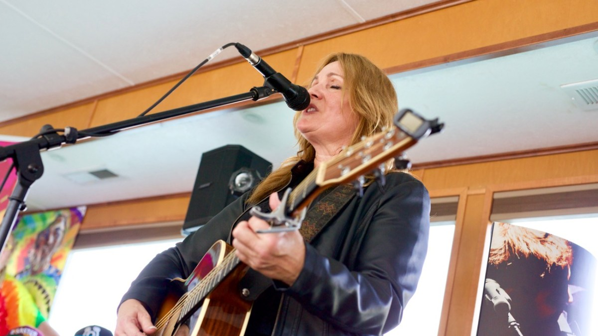 Melody Guy on Jamie Kent's New Nashville Riverboat Showcase during SXSW 3/16/18. Photo by Derrick K. Lee, Esq. (@Methodman13) for www.BlurredCulture.com.