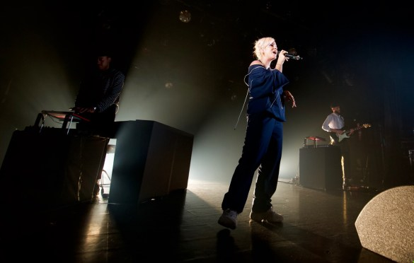 Lily Allen @ The El Rey Theatre 4/25/18. Photo by Derrick K. Lee, Esq. (@Methodman13) for www.BlurredCulture.com.