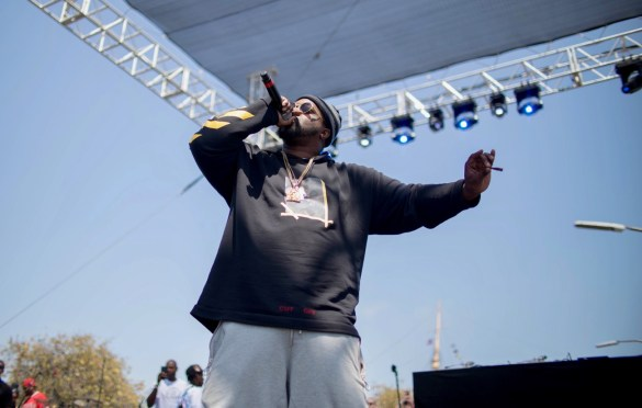 Smoke DZA @ The Smoker's Club Fest 4/28/19. Atmosphere. Photo by Markie Escalante (@Markie818) for www.BlurredCulture.com.