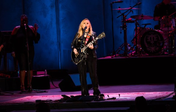 Melissa Etheridge @ The Hollywood Bowl 8/1/18. Photo by Derrick K. Lee, Esq. (@Methodman13) for www.BlurredCulture.com.
