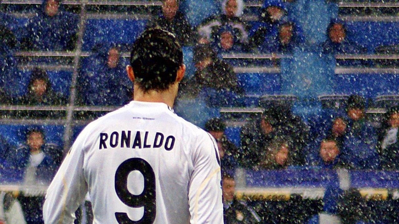As his usual number 7 was unavailable, Ronaldo wore number 9 during his first season at Madrid. Following Raúl's departure, Ronaldo was handed the number 7 shirt before the 2010–11 season. CC BY-SA 2.0