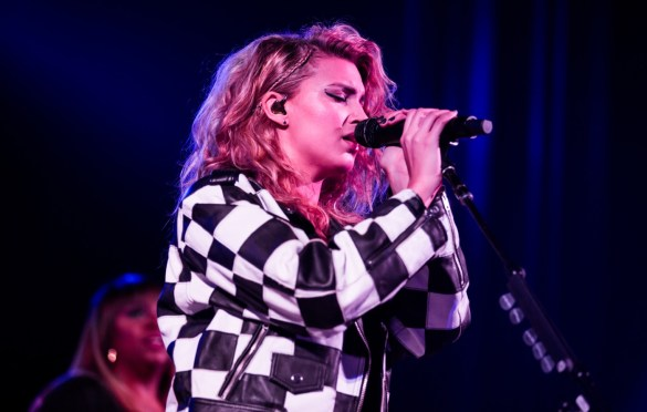 Tori Kelly @ Sanctuary at Immanuel Presbyterian Church 11/16/18. Photo by Derrick K. Lee, Esq. (@Methodman13) for www.BlurredCulture.com.