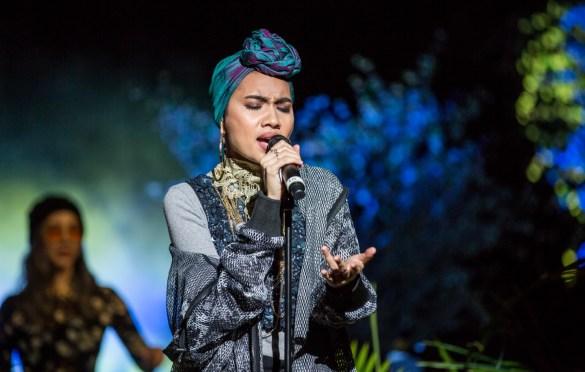 Yuna w/ TOKiMONSTA for Identity LA: A Night Celebrating Asian American Pacific Islander Women @ Ford Theatres 5/11/19. Photo by Derrick K. Lee, Esq (@Methodman13) for www.BlurredCulture.com.