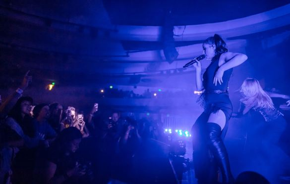BANKS @ Hollywood Palladium 10/1/19. Photo by Derrick K. Lee, Esq. (@Methodman13) for www.BlurredCulture.com.