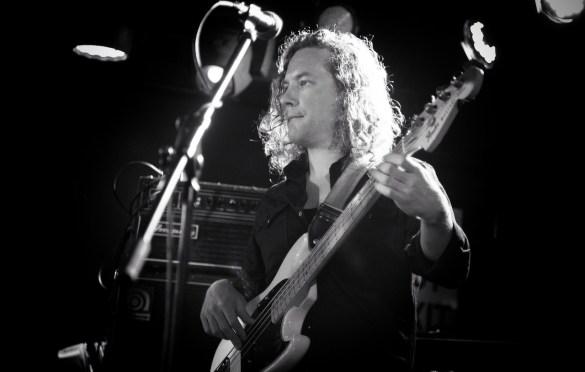 Luke Winslow-King @ Mercury Lounge 1/13/20. Photo by Vivian Wang (@Lithophyte) for www.BlurredCulture.com.