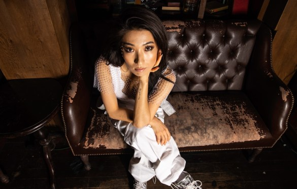 AZRA Portrait @ Madame Siam 2/29/20. Photo by Derrick K. Lee, Esq. (@Methodman13) for www.BlurredCulture.com.
