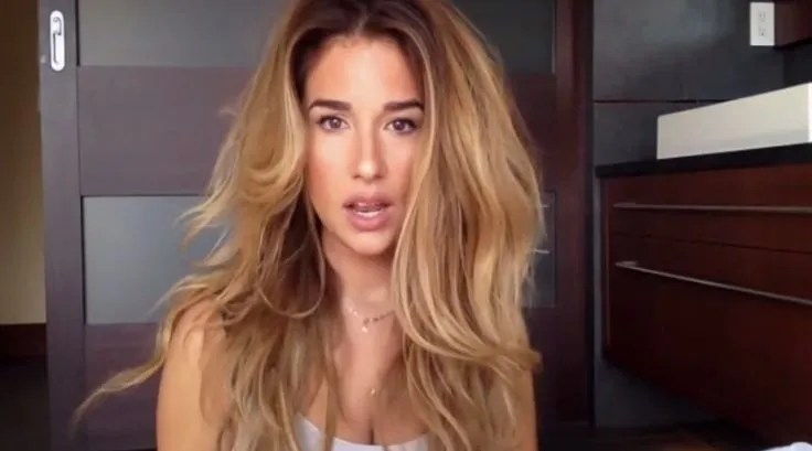 Jessie James Decker rocking some BIG hair