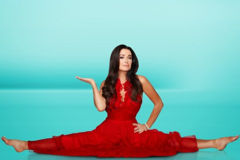 Kyle Richards doing her famous split