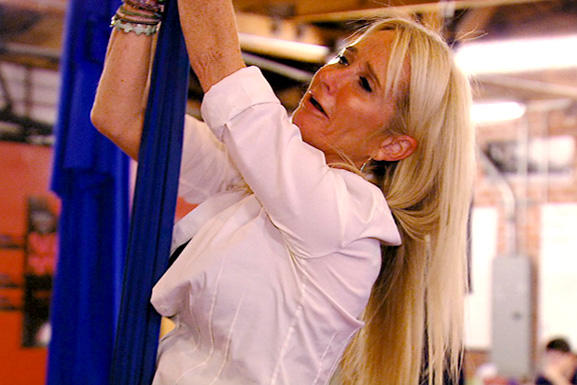 real-housewives-of-beverly-hills-season-4-gallery-episode-404-04-kim-richards-cirque-class