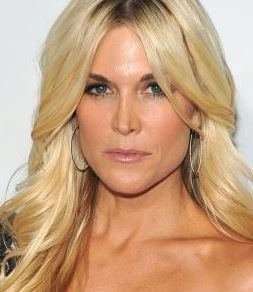 Tinsley Mortimer looking gorgeous with a buttery blonde and bronzed skin with simple makeup
