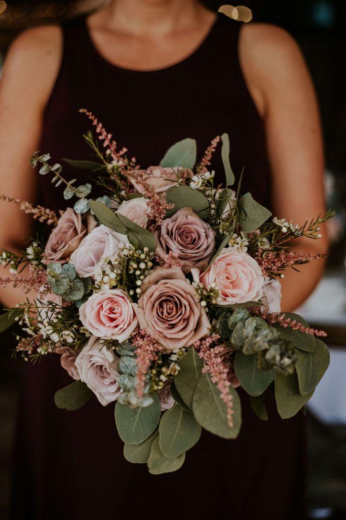 Menyasszonyi csokor, pasztell menyasszonyi csokor,esküvő dekor, pin, vakvarjú csónakház, dunapart esküvő, budapest esküvő