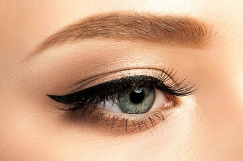 9 Tips and Tricks to Master the Winged Eyeliner Look 2