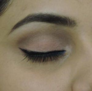 The Minimalistic  Way of Adding a Pop of Color to Your Eyes 12