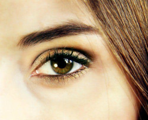 How can you use Golden Eyeshadow in different ways? 8