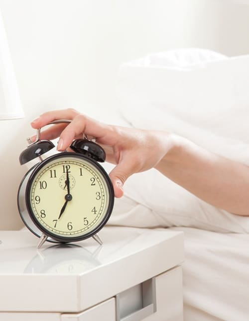 8 ways to get up effortlessly in the morning. 2
