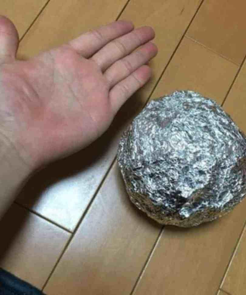A simple aluminum foil...