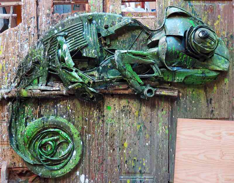 See How An Artist Turns Trash Into Animals So That It Depicts The Level Of Pollution. 2