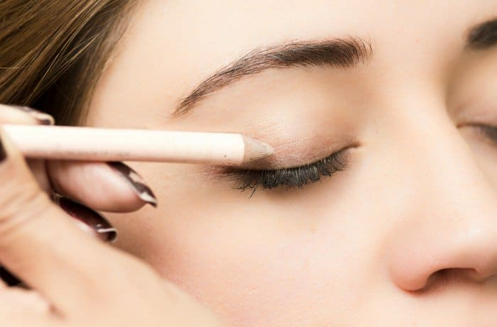 Tricks That Will Help Your Eyeliner Stay Longer 7