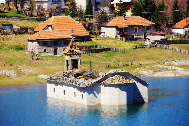5 Attractive Underwater Submerged Places That Have Become Visible Once Again 5