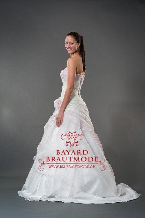 Brautmode STANS Hochzeitskleider Brautkleider Bayard Brautmode