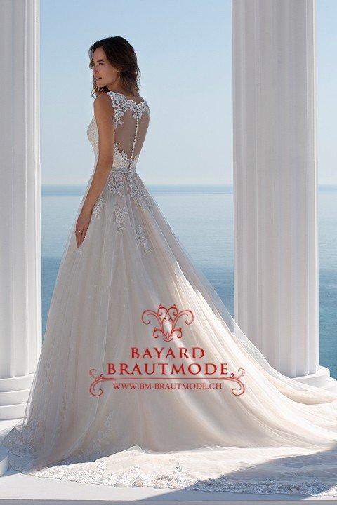 Hochzeitskleid Farbe Blush  Friseur
