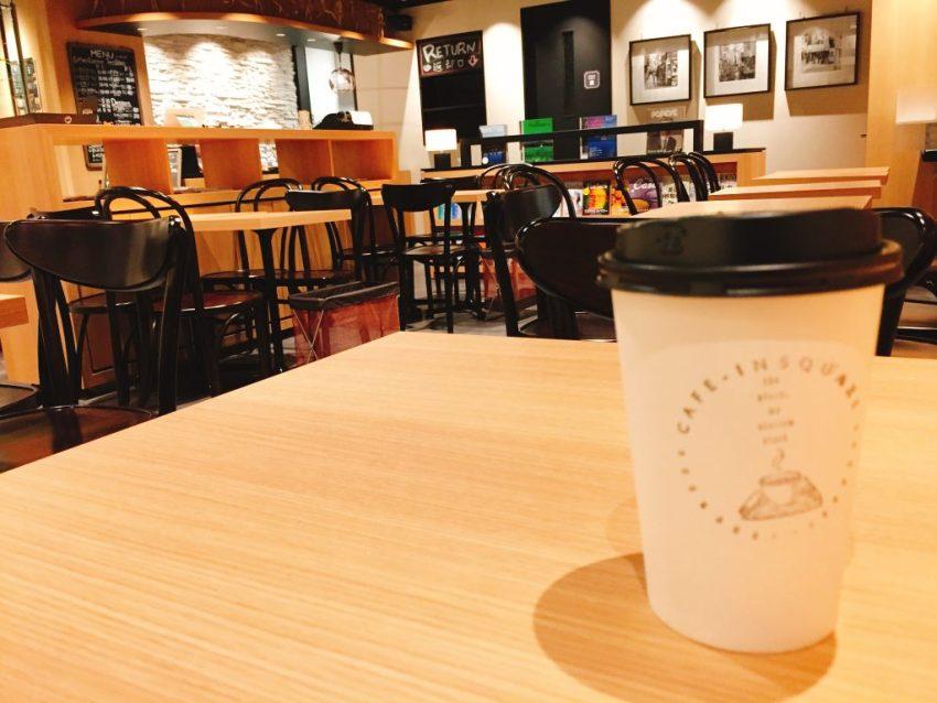 池袋東口 電源カフェ CAFE-INSQUARE (カフェインスクエア)