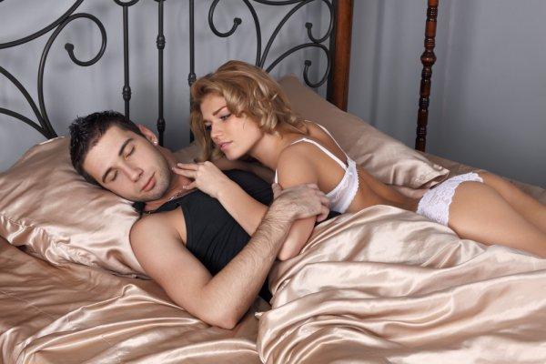 Излишнее внимание к любимой - ошибка в отношениях