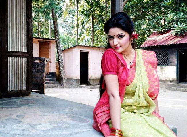 Pori Moni in New Bangla Film Mohua Shundori