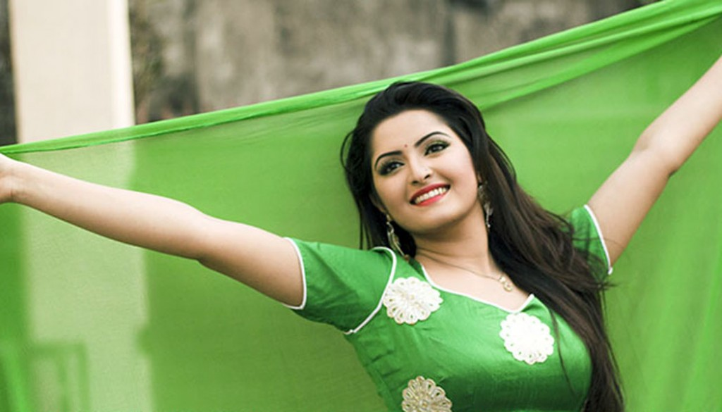 Bangla film actress pori moni filed case against priyo dot com editor zakaria swapan