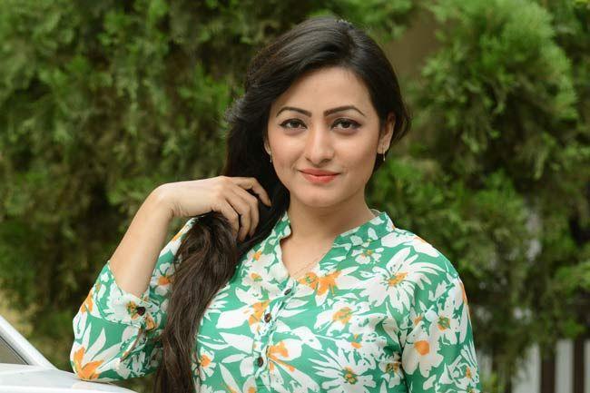 sujana bangladeshi model showing interest in bangla film