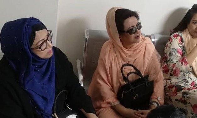 আমজাদ হোসেনের খবর নিলেন 'তিনকন্যা'