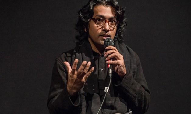 সহযাত্রী তরুণীর কান্না শুনে 'নীল মুকুট' বানালেন কামার আহমাদ সাইমন