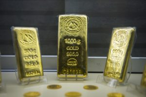 Ray Dalio: Gold and Riskier Assets Could Become Attractive | BullionBuzz