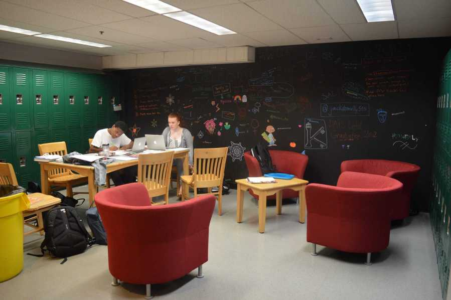 Seniors enjoy their new hangout space.  Photo by Caroline Ellervik '18.