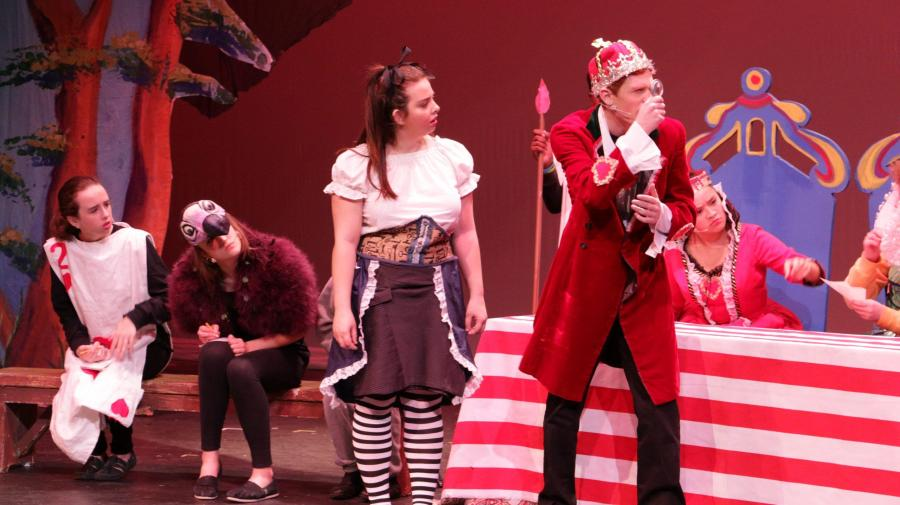 GNN%3A+%27Alice+in+Wonderland%27+Dazzles+Audiences